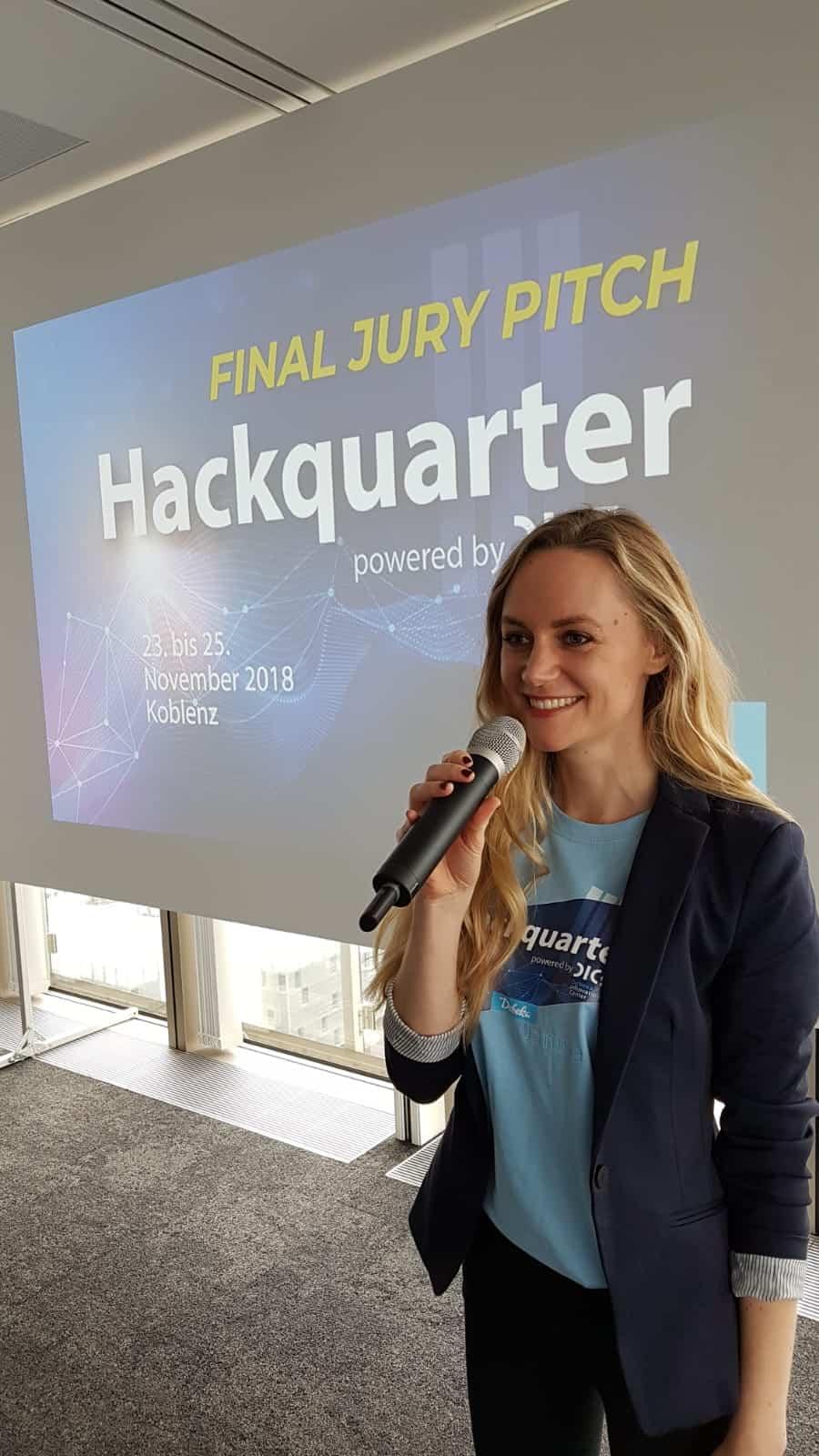 Janina Treis Moderatorin Debeka Hackathon Hackquarter Abend der Innovationen