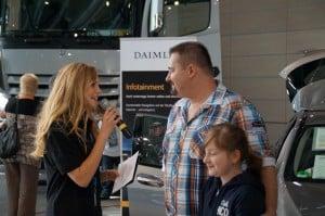Janina Treis moderiert die A-Klasse von Mercedes-Benz in Wörth/Germersheim