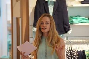 Janina Treis als Moderatorin der Sheego Modenschau in Hoexter