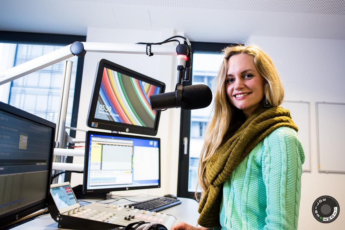 Janina Treis moderierte im Radio beim Sender Neckaralb Live die Sendung ´Mittendrin´.