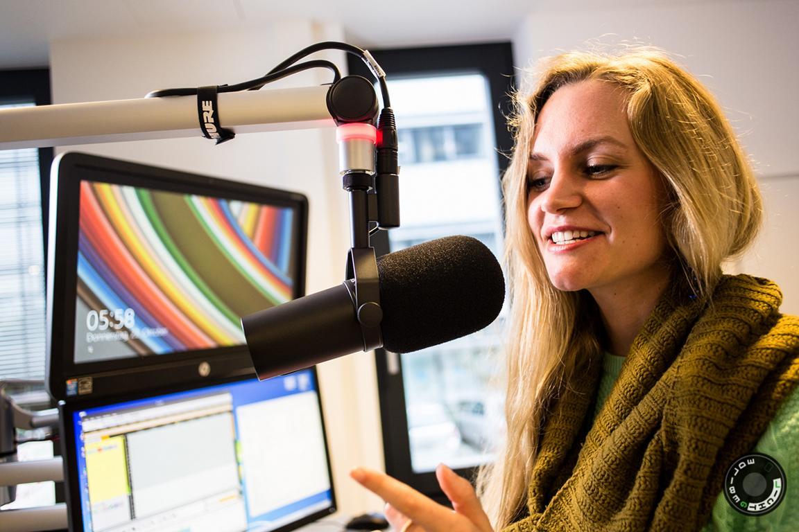 Janina Treis moderierte beim Sender Neckaralb Live die Radiosendung ´Mittendrin´.