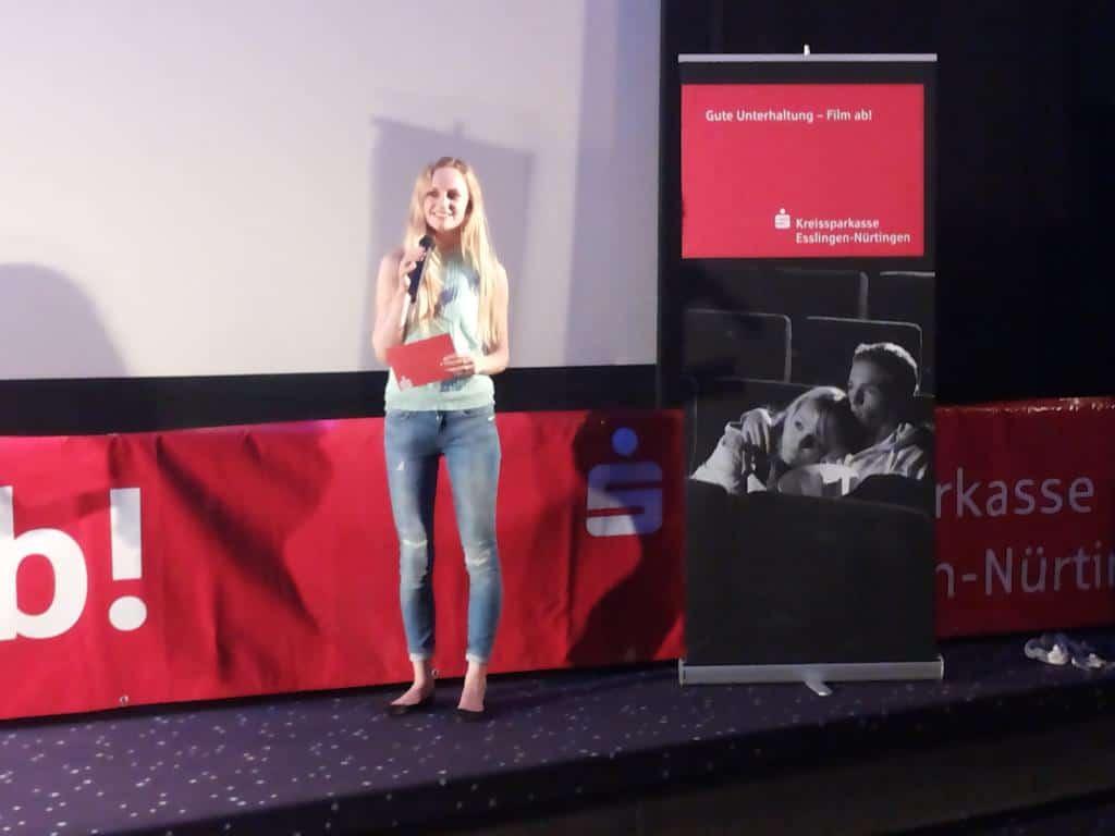 Janina Treis moderiert für ein Event der Sparkasse