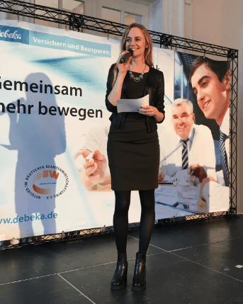 Janina Treis moderiert das 10jährige Kooperationsjubiläum der Debeka und der BBBank. Die Abendveranstaltung fand im schönen Ambiente des Koblenzer Kurfürstenchlosses statt.